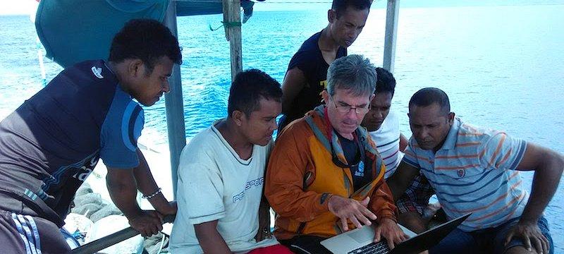 Melihat berarti percaya: Implementasi protokol observer (pemantau) yang baru dalam perikanan pole-and-line di Indonesia.